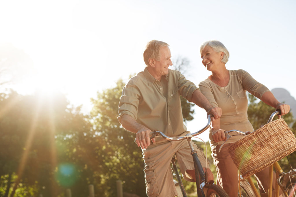 Shot of a senior couple out for a bike ridehttp://195.154.178.81/DATA/i_collage/pu/shoots/805855.jpg